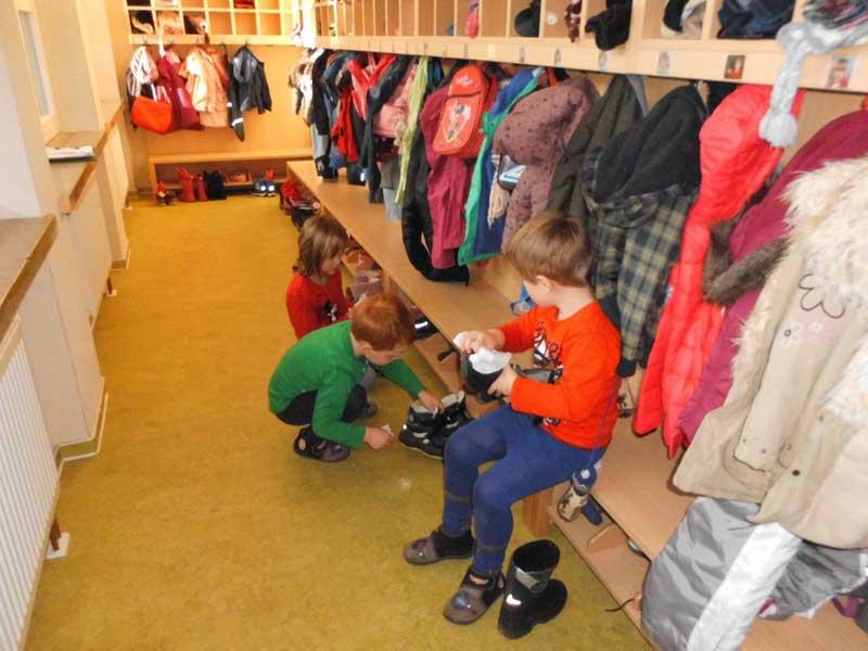 Garderobe for Garderobe kindergarten